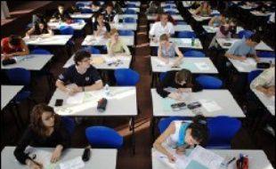 Les élèves du second degré réussissent mieux actuellement et sont proportionnellement plus nombreux à obtenir le baccalauréat que leurs aînés, selon une enquête comparative des jeunes entrés en 6e en 1989 et en 1995 que publie lundi le ministère de l'Education nationale.
