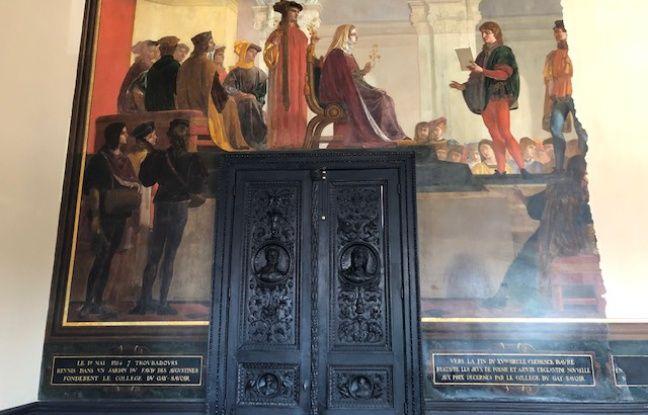 La fresque L'Académie des Jeux Floraux, présidée par Clémence Isaure, a été restaurée.