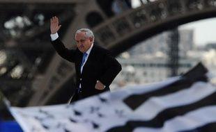 """L'ancien Premier ministre UMP Jean-Pierre Raffarin a jugé lundi que dans la campagne des législatives, les candidats de son camp ne subissaient plus le """"vent contraire"""" de l'anti-sarkozysme."""