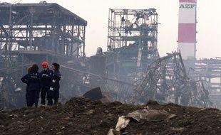 L'explosion de l'usine AZF a laissé un cratère d'une quarantaine de mètres de diamètre, le 21 septembre 2001.