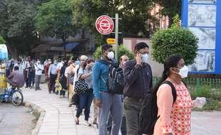 File d'attente pour entrer dans le métro à New Delhi en Inde, le 24 septembre 2020.
