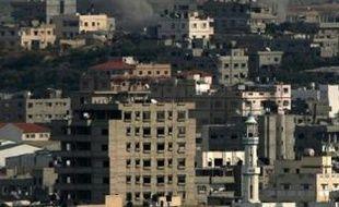 L'armée israélienne a tué dans un bombardement 30 civils qui faisaient partie d'un groupe de 110 Palestiniens qu'elle avait rassemblés dans une maison de Gaza, a affirmé vendredi l'ONU en citant des témoins.