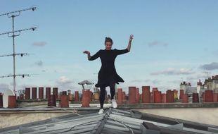 Une vidéo de promotion mise en ligne par la plateforme My Little Paris sur sa page Facebook le 6 septembre 2016 met en scène une jeune femme qui, vêtue d'une petite robe noire et de baskets Stan Smith très tendance, évolue sur les toits de la capitale.