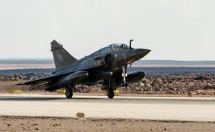 Un Mirage français décolle d'une base en Jordanie le 28 novembre 2014