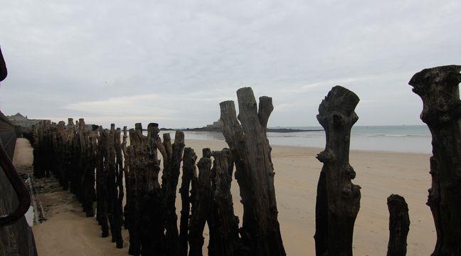Saint-Malo : Un bateau s'échoue, perché sur un rocher au milieu des touristes