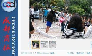 Capture d'écran de la photo d'un amoureux éconduit en Chine, le 11 novembre 2014, publiée sur le réseau social Weibo.