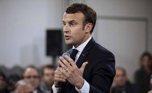 Emmanuel Macron lors d'un débat avec des maires à Cozzano, en Corse, le 4 avril 2019.