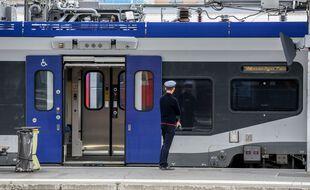 Un train en gare Matabiau de Toulouse.