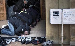 Des musulmans prient à la Grande Mosquée de Saint-Etienne, le 9 janvier 2015
