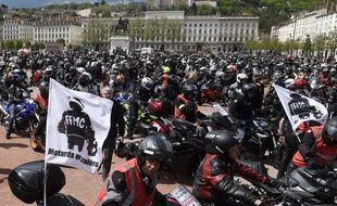 Des milliers de motards ont manifesté à Lyon le 16 avril 2016, contre le projet d'imposer un contrôle technique des deux-roues motorisés.