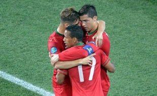 Allemagne et Portugal se sont qualifiés dimanche pour les quarts de finale de l'Euro-2012, où ils retrouveront respectivement la Grèce et la République Tchèque, tandis que les Pays-Bas, finalistes du Mondial-2010, sont éliminés, de même que le Danemark.