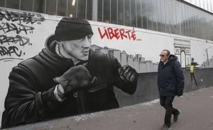 Une fresque de Christophe Dettinger dans les rues de Paris.