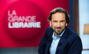 Fermer les librairies, c'est nous « priver du meilleur bataillon pour affronter l'obscurantisme», plaide le présentateur de « La Grande Librairie», François Busnel.
