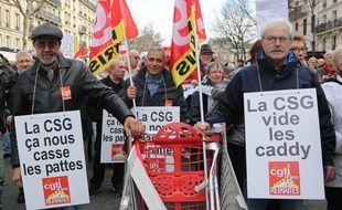 Des retraités manifestent contre la hausse de la CSG, le 15 mars 2018 à Paris.