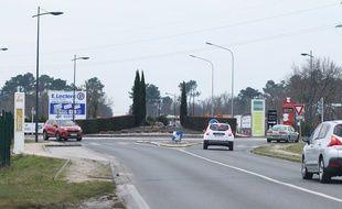 La zone commerciale du Pian-Médoc (Gironde), route de Pauillac.