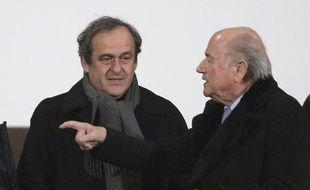 Michel Platini et Sepp Blatter lors du Mondial des clubs à Marrakech, au Maroc, le 16 décembre 2014.