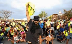Des gilets jaunes manifestent à La Réunion.