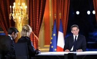 """Une semaine après la mobilisation syndicale du 29 janvier, Nicolas Sarkozy a promis jeudi soir des """"mesures sociales"""" pour répondre à l'inquiétude des Français face à la crise et annoncé la suppression de la taxe professionnelle dès 2010 pour protéger l'activité économique"""