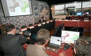 Les techniciens surveillent le passage au numérique de chacun des 109 émetteurs.