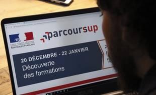 Un lycée consulte le portail Parcoursup (illustration).