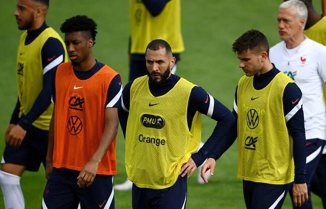 France's forward Karim Benzema (C) looks on during a training session in Clairefontaine-en-Yvelines on May 27, 2021, as part of the team's preparation for the upcoming UEFA Euro 2020 football tournament. - France will play a friendly match against Wales on June 2 and against Bulgaria on June 8 as part of the team's Euro 2020 preparation. (Photo by FRANCK FIFE / AFP)