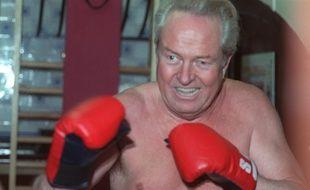 Saint-Cloud, le 29 janvier 1988. Jean-Marie Le Pen s'entraîne à la boxe.