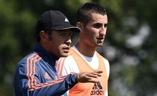 Maxime Gonalons, ici aux côtés de son ancien coach à l'OL Hubert Fournier, en août 2015 lors d'une séance d'entraînement.