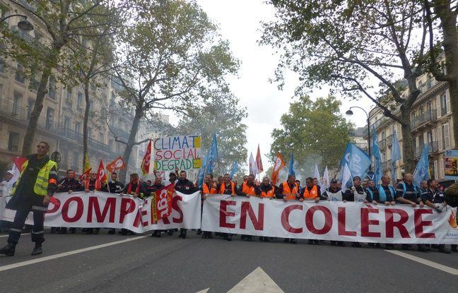 La tête du cortège, dirigée par plusieurs syndicats de pompiers.