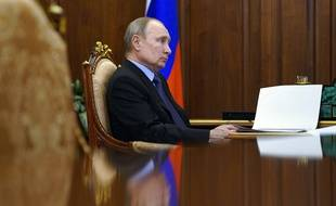 Vladimir Poutine au Kremlin lundi 5 avril 2021.