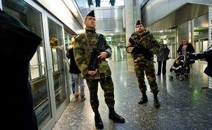 Des militaires dans le métro toulousain, en 2012, après les assassinats commis par Mohamed Merah