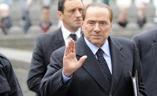 L'ex-chef du gouvernement italien Silvio Berlusconi, discret ces derniers mois, est revenu malgré lui sous les projecteurs lundi avec la révélation de nouveaux détails scabreux dans le Rubygate et le retour d'un témoin compromettant dans un autre scandale sexuel.