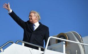 Donald Trump monte à bord d'Air Force One pour se rendre à Cincinnati, le 5 février 2018.