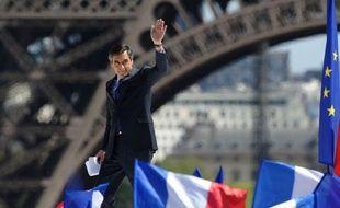 """François Fillon a accusé jeudi François Hollande de s'être montré """"hautain"""" et """"dédaigneux"""" lors du grand débat d'entre-deux-tours face à Nicolas Sarkozy, dressant un réquisitoire contre la prestation du candidat PS, qui propose une France """"sans élan"""" et """"déprimante""""."""