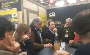 Benoît Hamon, avec Noël Mamère, au salon de l'agriculture à la porte de Versailles, le 1er mars 2018.