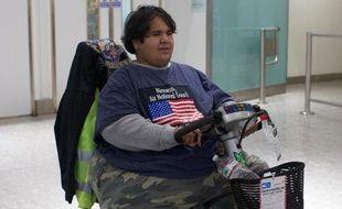 Le jeune Français obèse, bloqué successivement aux États-Unis et à Londres, faute de transport, a quitté le Royaume-Uni peu après 17H00 GMT à bord d'un ferry de la compagnie P, a-t-on appris de source consulaire.