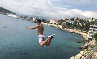 Marouan saute des parois de la plage Coco à Nice, 19 juin 2018
