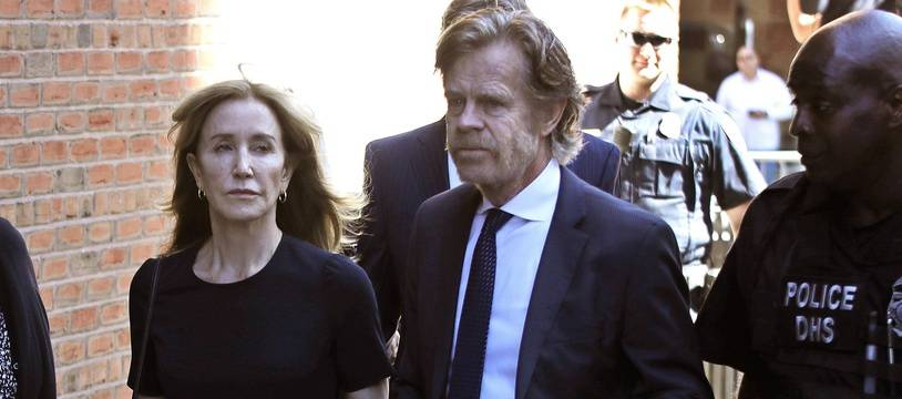 L'actrice Felicity Huffman et son mari  William H. Macy à leur arrivée au tribunal de Boston le 13 septembre 2019.