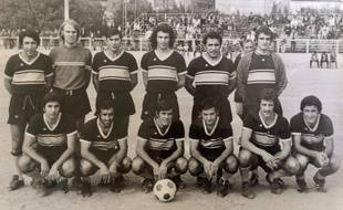 Yvon Berland, deuxième en partant de la gauche, était le seul non Arménien de son équipe.