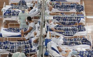 Des malades du coronavirus dans un hôpital de campagne de Sao Paulo, au Brésil, le 9 juin 2020.