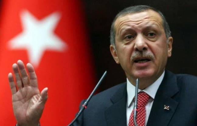 """La Turquie prévient qu'elle ripostera militairement à toute violation de sa frontière par la Syrie qu'elle accuse d'avoir abattu """"intentionnellement"""" un de ses avions de chasse, et jure de soutenir le peuple syrien jusqu'à la fin du régime """"sanguinaire"""" de Damas."""