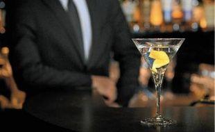 Le dry martini dans sa version Vesper, servi hier au bar de l'hôtel Burgundy à Paris.