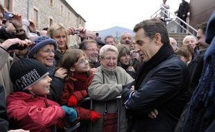 Nicolas Sarkozy a réaffirmé mardi le refus du gouvernement d'autoriser l'exploitation du gaz de schiste par fracturation hydraulique, en marge d'un déplacement en Ardèche où des manifestants proclamaient leur hostilité à cette technique.