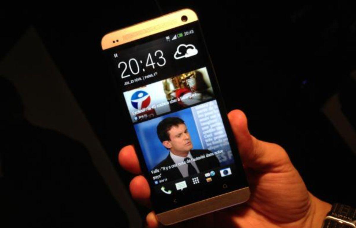 100% personnalisable, l'écran d'accueil du HTC One joue la carte de l'info non-stop. – CHRISTOPHE SEFRIN/20 MINUTES