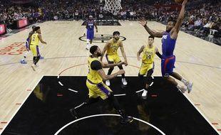 Kawhi Leonard, la recrue star des Clippers, a fait fort lors du premier match très attendu contre les Lakers, le 22 octobre 2019 à Los Angeles.