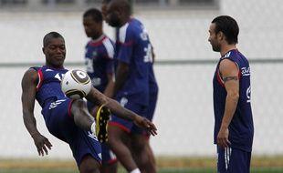 Mathieu Valbuena et Djibril Cissé en équipe de France en 2010