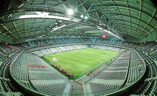Le stade Pierre Mauoy a une capacité de 49 000 places