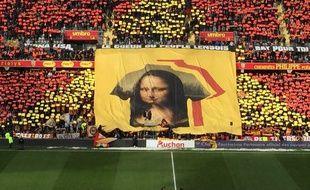 Mona Lisa en tifo géant dans les tribunes du stade Bollaert, à Lens.