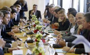Le ministre de l'Economie et des Finances, Pierre Moscovici, a annoncé jeudi des modifications dans la taxation des plus-values de cession d'entreprises dans le cas des personnes ayant créé leur société, après un large mouvement de protestation des chefs d'entreprise.