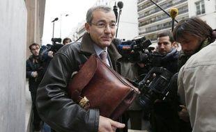 L'UMP va demander lundi soir en référé à la justice de retarder la saisie à titre conservatoire des données électorales du scrutin controversé du 18 novembre, réclamée par François Fillon, a annoncé à l'AFP Me Jean-Pierre Versini-Campinchi.