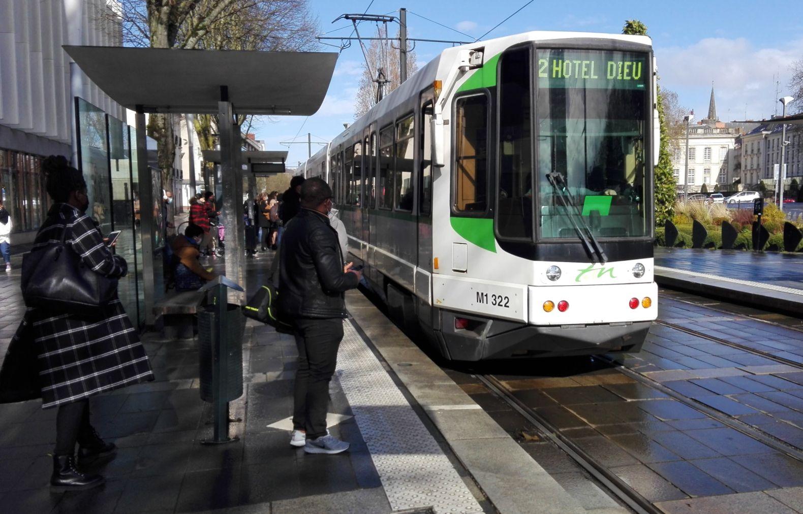 Un tramway de la ligne 1, station Cinquante-Otages, à Nantes.